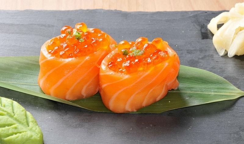 Gunkan con uova di salmone