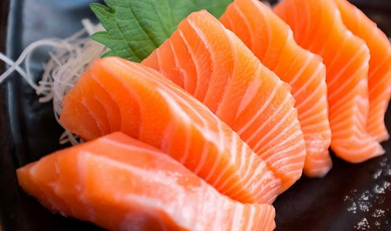 sashimi durante la cena giapponese